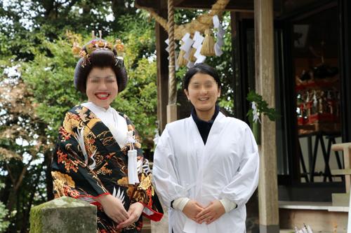 花嫁と宮司